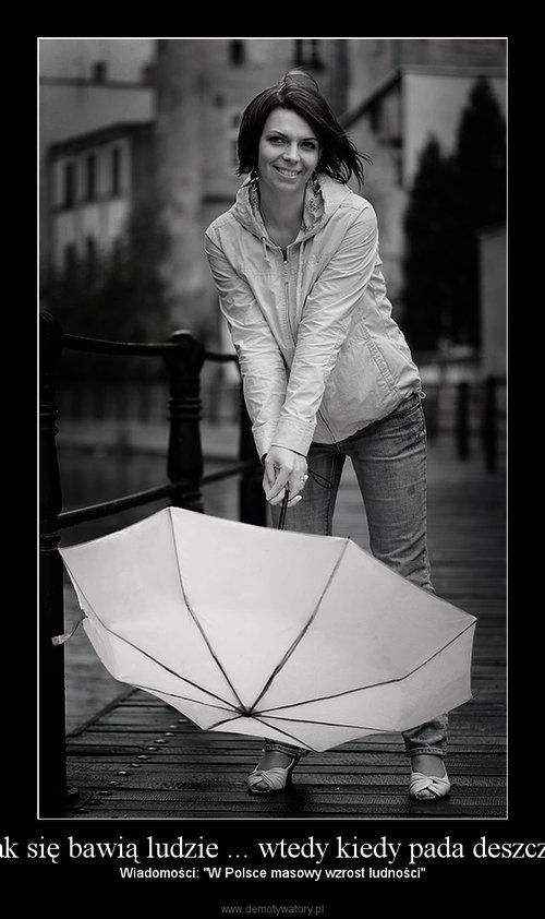 Jak się bawią ludzie ... wtedy kiedy pada deszcz !