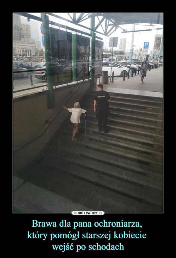 Brawa dla pana ochroniarza, który pomógł starszej kobiecie wejść po schodach –
