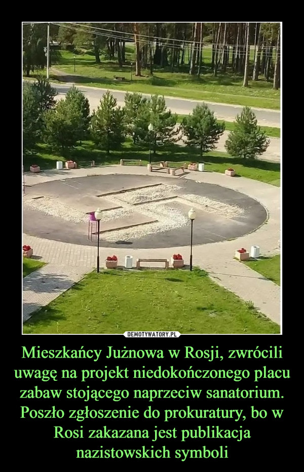 Mieszkańcy Jużnowa w Rosji, zwrócili uwagę na projekt niedokończonego placu zabaw stojącego naprzeciw sanatorium. Poszło zgłoszenie do prokuratury, bo w Rosi zakazana jest publikacja nazistowskich symboli –