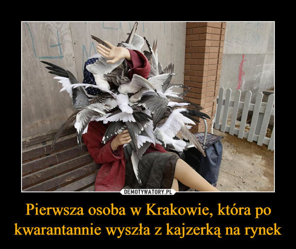 Pierwsza osoba w Krakowie, która po kwarantannie wyszła z kajzerką na rynek –