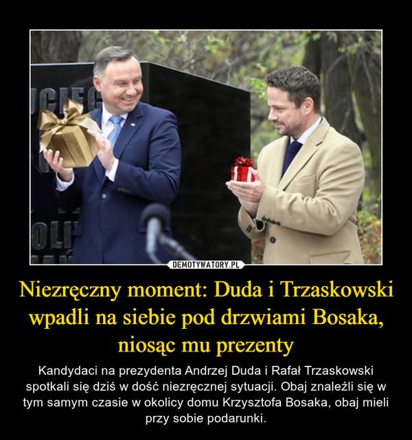 Niezręczny moment: Duda i Trzaskowski wpadli na siebie pod drzwiami Bosaka, niosąc mu prezenty – Kandydaci na prezydenta Andrzej Duda i Rafał Trzaskowski spotkali się dziś w dość niezręcznej sytuacji. Obaj znaleźli się w tym samym czasie w okolicy domu Krzysztofa Bosaka, obaj mieli przy sobie podarunki.