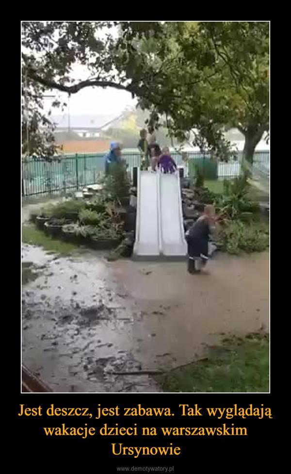 Jest deszcz, jest zabawa. Tak wyglądają wakacje dzieci na warszawskim Ursynowie –