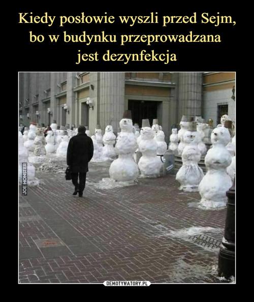 Kiedy posłowie wyszli przed Sejm, bo w budynku przeprowadzana  jest dezynfekcja