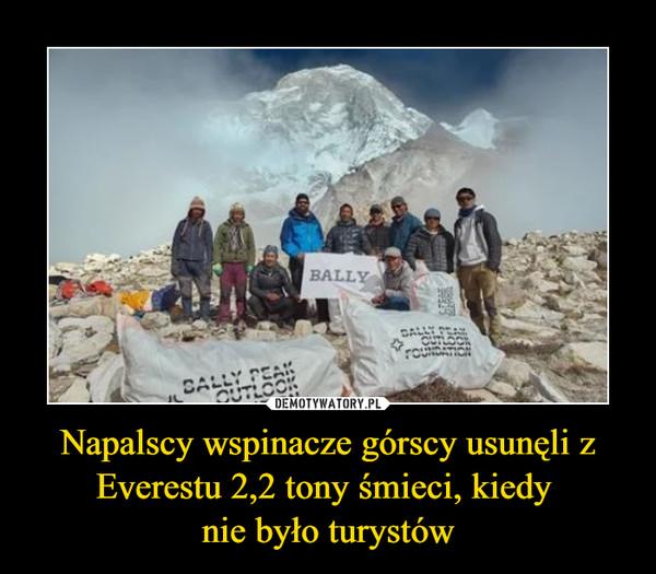 Napalscy wspinacze górscy usunęli z Everestu 2,2 tony śmieci, kiedy nie było turystów –