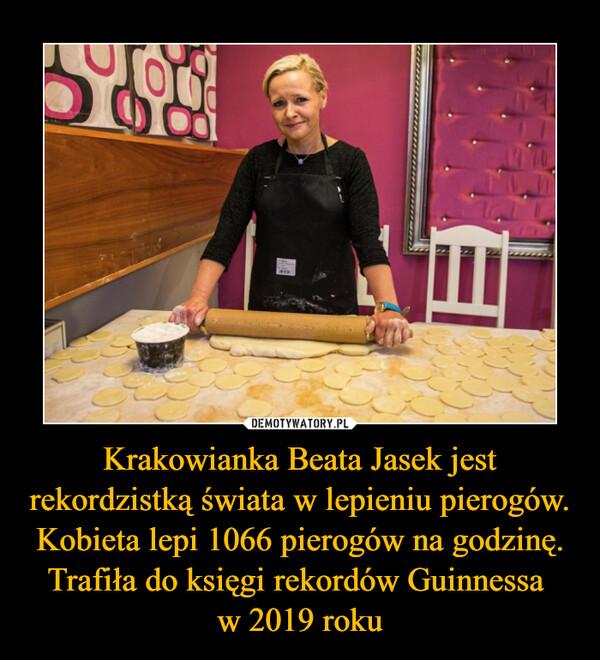 Krakowianka Beata Jasek jest rekordzistką świata w lepieniu pierogów. Kobieta lepi 1066 pierogów na godzinę. Trafiła do księgi rekordów Guinnessa w 2019 roku –